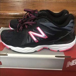 New Balance black woman's sneakers Sz 5 New w box
